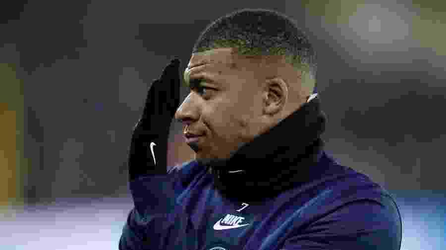 Mbappé antes do confronto entre Brugge e PSG - Kenzo TRIBOUILLARD / AFP