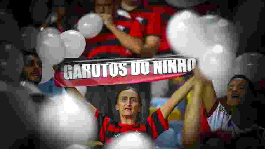 Torcedores do Flamengo fazem homenagem às vítimas do incêndio no Ninho do Urubu - Alexandre Vidal / Flamengo