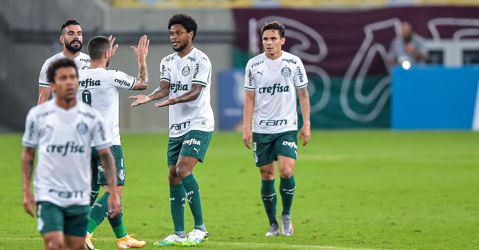 Jogadores do Palmeiras gol marcado por Luiz Adriano