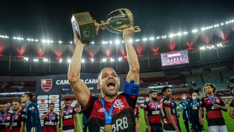 Meia Diego festeja a conquista do Carioca 2020 pelo Flamengo - Marcelo Cortes/Flamengo