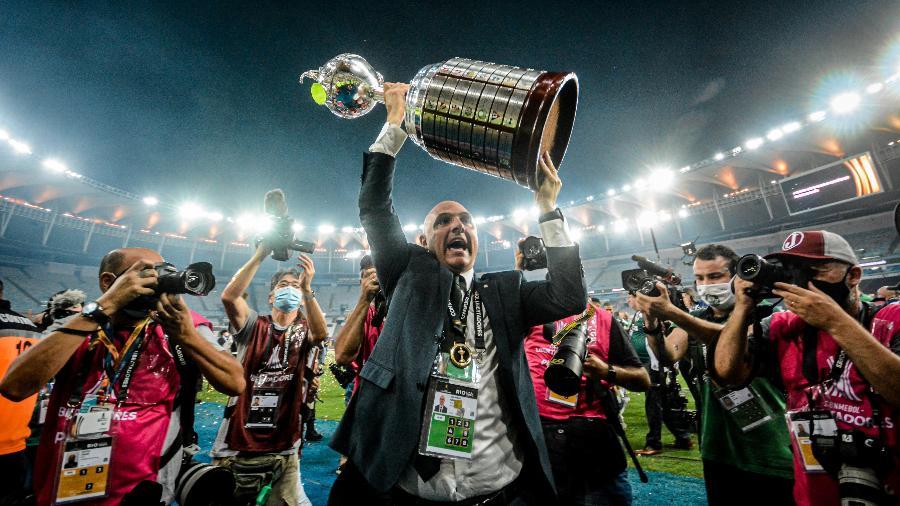 Presidente Maurício Galiotte em comemoração do título após Palmeiras x Santos, partida válida pela Final da Copa Libertadores 2020, realizada no estádio Maracanã - NAYRA HALM/ESTADÃO CONTEÚDO
