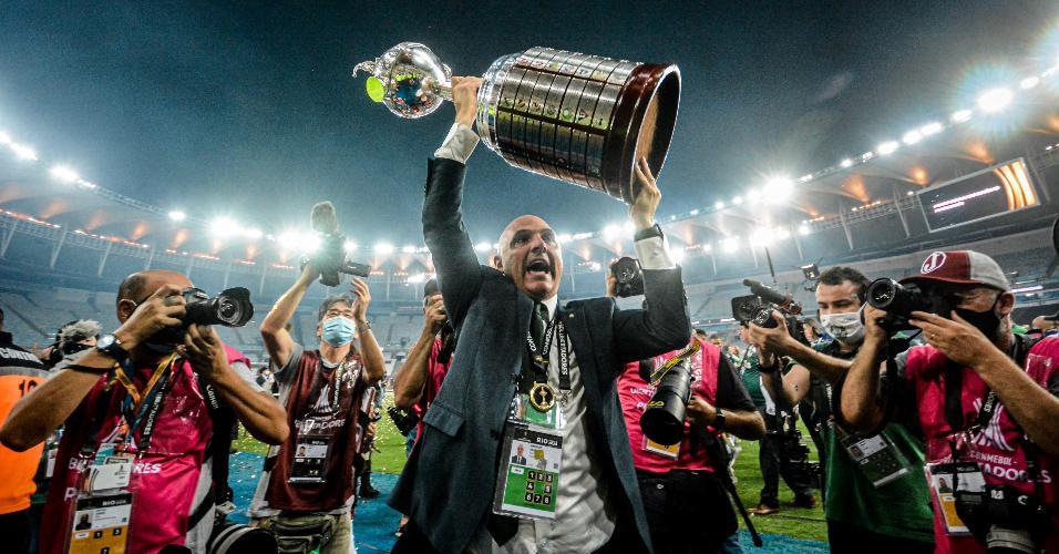 Presidente Maurício Galiotte em comemoração do título após Palmeiras x Santos, partida válida pela Final da Copa Libertadores 2020, realizada no estádio Maracanã