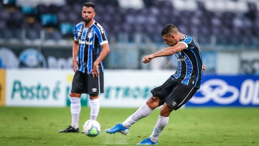 Diego Souza jogando pelo Grêmio: SBT pode exibir estreia na Libertadores 2021 - Lucas UebelGrêmio