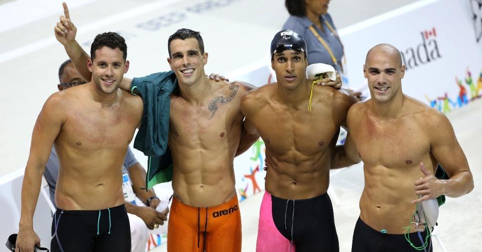 Thiago, Bruno, Nicolas e João de Lucca comemoram a melhor colocação do Brasil no revezamento 4 x 100 m livre