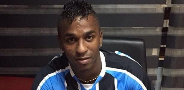Meia-atacante assinou contrato de três anos e chega ao Brasil neste domingo