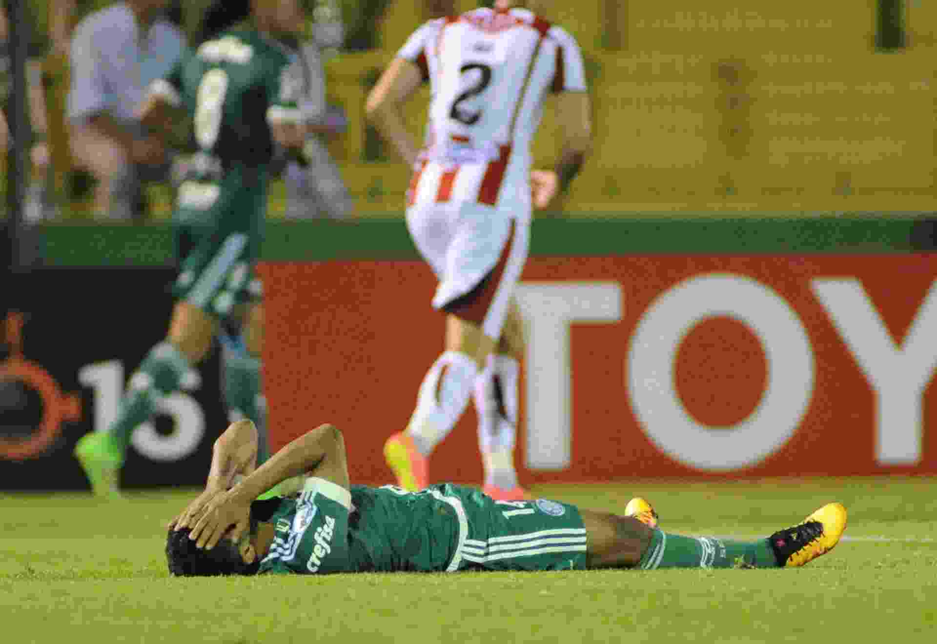 Erick lamenta chance perdida para o Palmeiras contra o River Plate-URU, na Libertadores - EFE/Gaston Britos