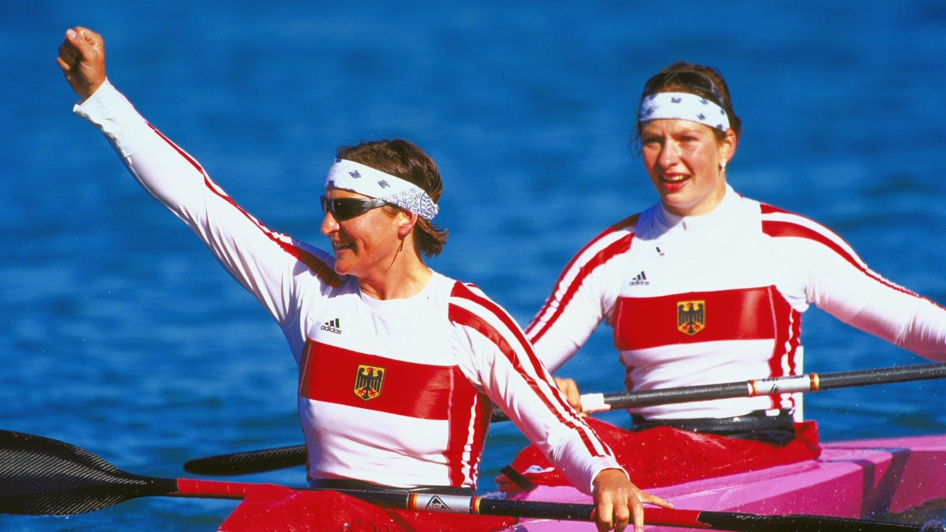 Alemãs Birgit Fischer e Katrina Wagner comemoram ouro no k2 500m em Sydney-2000