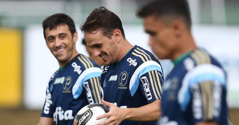 Jogadores do Palmeiras em ação em treino na Academia de Futebol