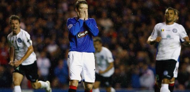 Davis, do Rangers, lamenta pênalti perdido antes de seu time fazer dois gols contra
