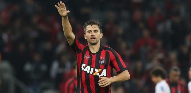 Paulo André machucou o olho diante do Grêmio e não joga