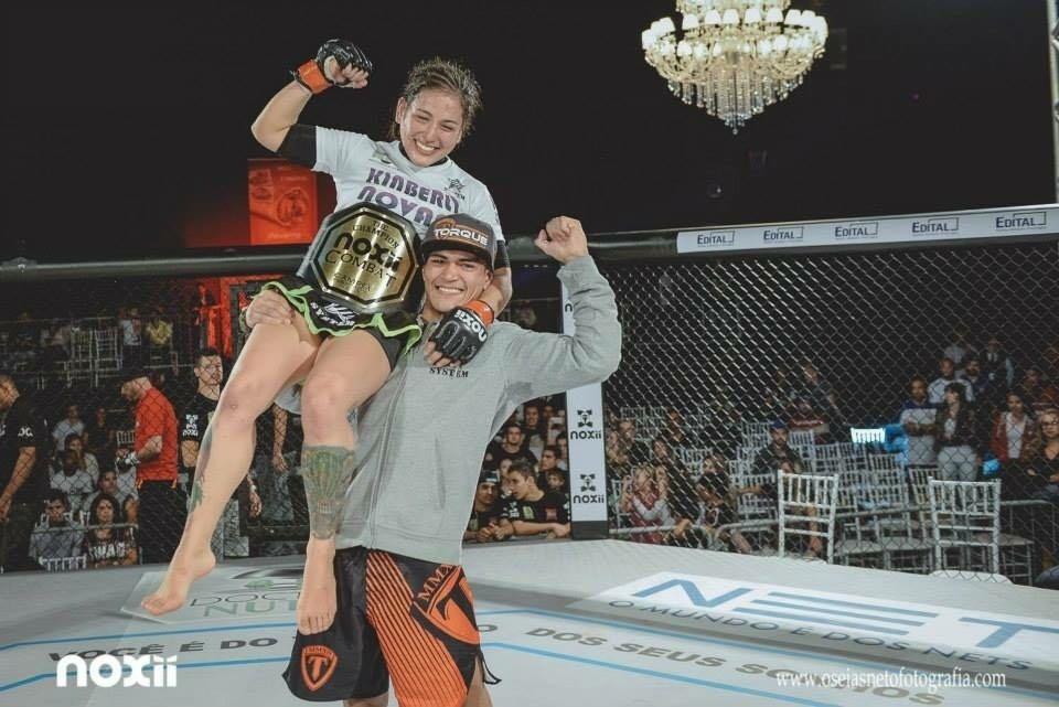 Kinberly Novaes lutou e ganhou o cinturão mesmo grávida de quase três meses