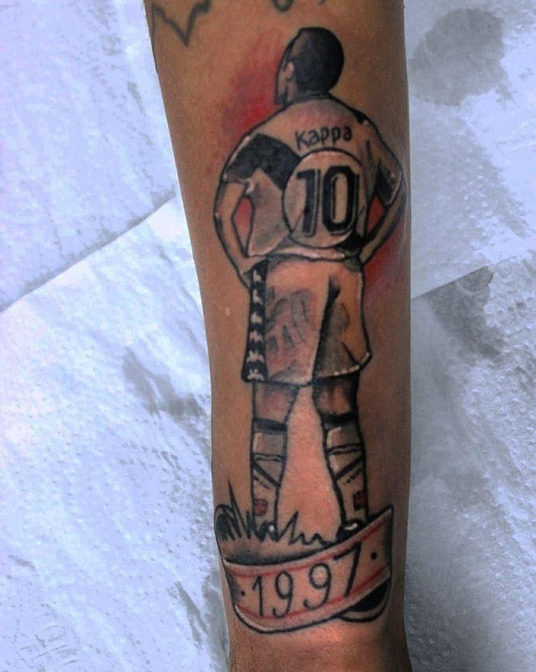 Studio da Colina e suas tatuagens com a temática do Vasco