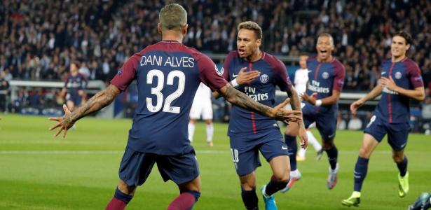 Neymar deu o passe para o gol de Daniel Alves contra o Bayern de Munique