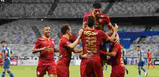 Flu fecha mais um acordo e estreará novos patrocínios contra o Corinthians.  Nelson Perez Fluminense 9c1a31cfbe77f