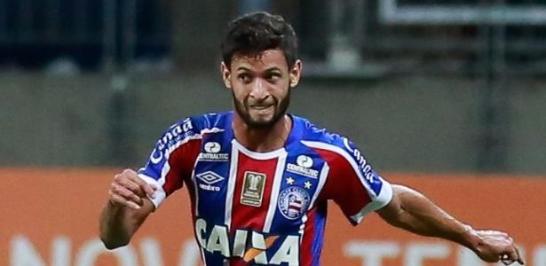Lateral Juninho Capixaba está perto de ser contratado pelo Corinthians