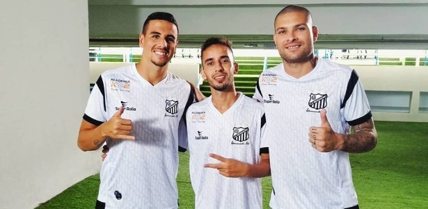 Jogadores do Bragantino posam para foto; clube fechou patrocínio com criptomoeda