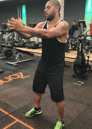 Adriano mantém forma sob orientação do Fla, mas não buscou psiquiatra - Reprodução/Instagram