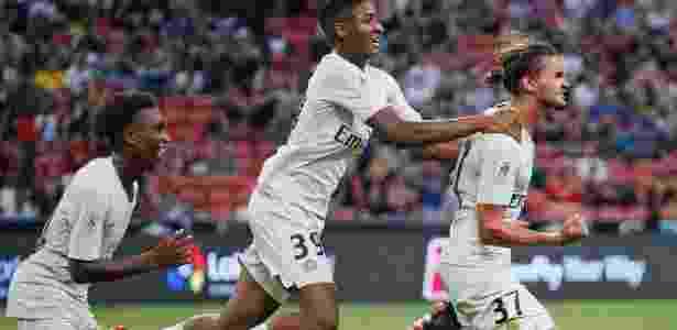 Postolachi (à frente) comemora gol para o PSG em amistoso contra o Atlético de Madri - @PSG_inside/Twitter
