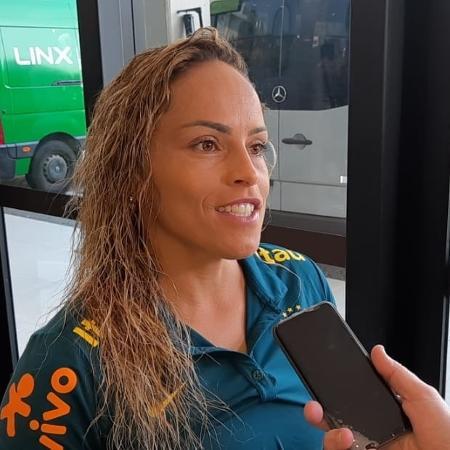 Mônica, do Corinthians, durante embarque da seleção para a Copa-2019 - Vinicius Castro/UOL