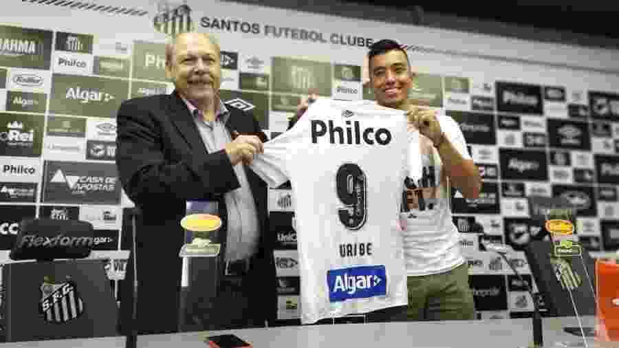 Uribe é apresentado no Santos e ganha a camisa 9 - UOL