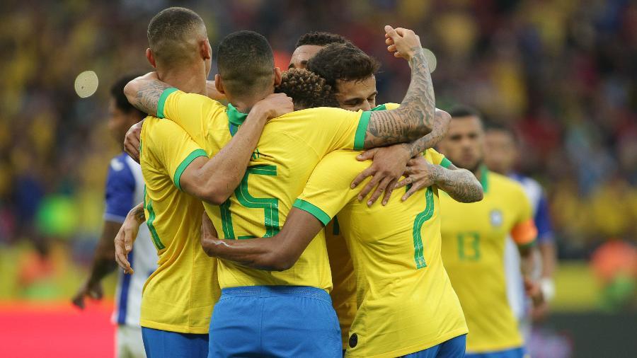 Jogadores da seleção brasileira comemoram gol no amistoso Brasil x Honduras no Beira-Rio - Guilherme Hahn/AGIF