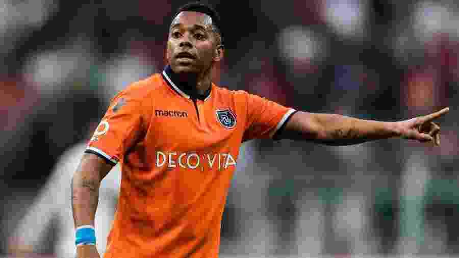 Robinho hoje defende o Basaksehir, na Turquia, sem nunca sair da mira do Santos - VI Images via Getty Images