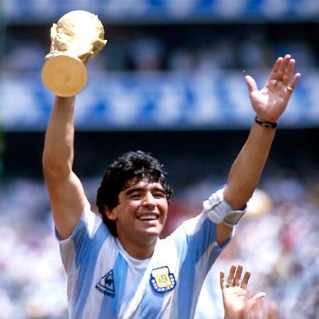 Maradona na conquista da Copa de 1986, quando entrou para a galeria de gênios - Alessandro Sabattini/Getty Images