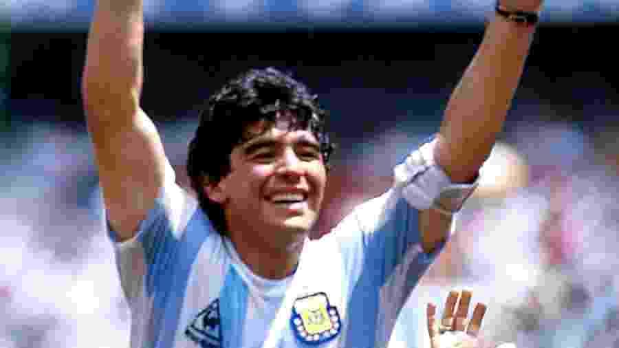 """Maradona na conquista da Copa do Mundo de 1986, após o episodio de """"La mano de Dios"""" (A Mão de Deus) - Alessandro Sabattini/Getty Images"""