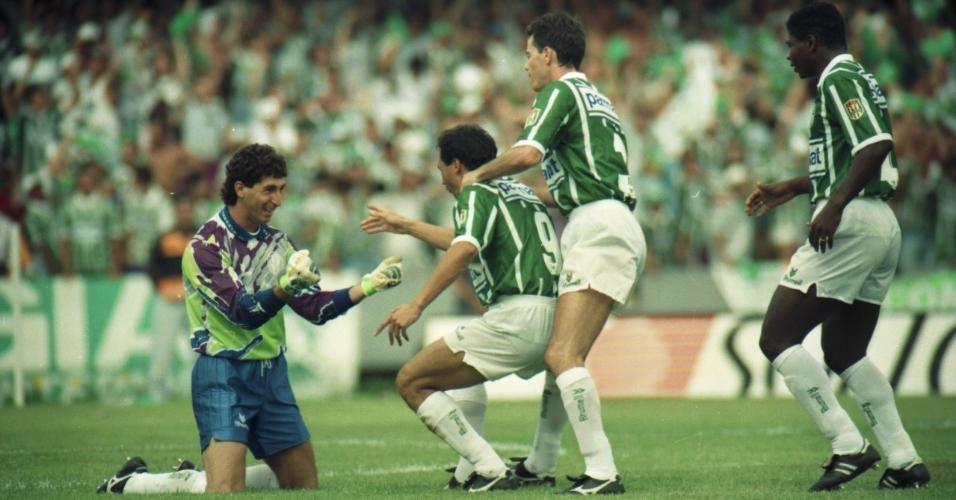 Sérgio, Evair, Antônio Carlos e Cléber em comemoração de gol do Palmeiras sobre o Corinthians, na decisão do Paulistão de 1993