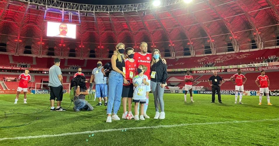 D'Alessandro recebe homenagem no gramado do Beira-Rio na despedida do Inter