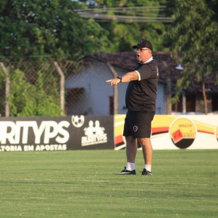 O técnico Marcelo Vilar durante treino da equipe do Botafogo-PB - Rayssa Mello/Botafogo-PB