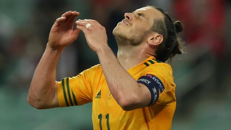 Bale lamenta pênalti perdido no duelo entre País de Gales e Turquia, pelo Grupo A da Eurocopa - Tolga Bozoglu - Pool/Getty Images