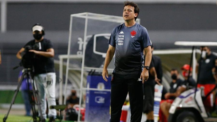 Técnico Fernando Diniz em sua estreia pelo Vasco: equipe sofreu empate do CRB aos 46 do segundo tempo - Rafael Ribeiro / Vasco