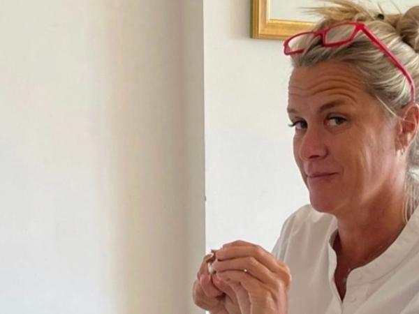 Mariana Becker faz brigadeiros após 'ser cobrada' por Daniel Riccardo
