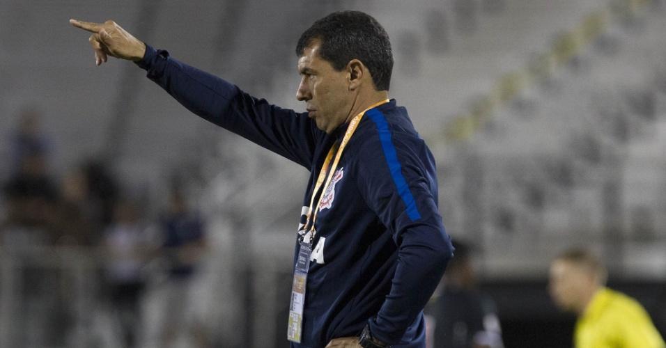 Carille comanda o Corinthians à beira do campo no confronto com o Vasco