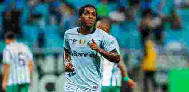 Camisa 23 teve lesão na coxa direita no final de abril e deve voltar contra o Atlético-PR - Lucas Uebel/Grêmio