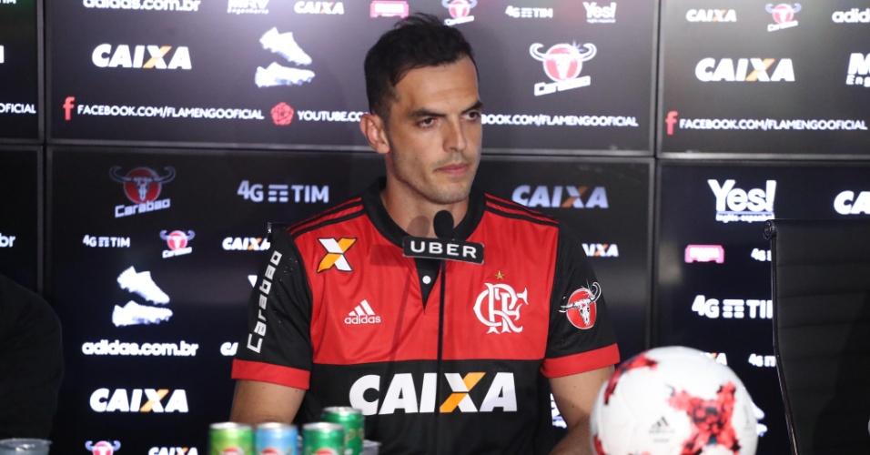 O zagueiro Rhodolfo foi apresentado pelo Flamengo e concedeu entrevista nesta segunda (12)