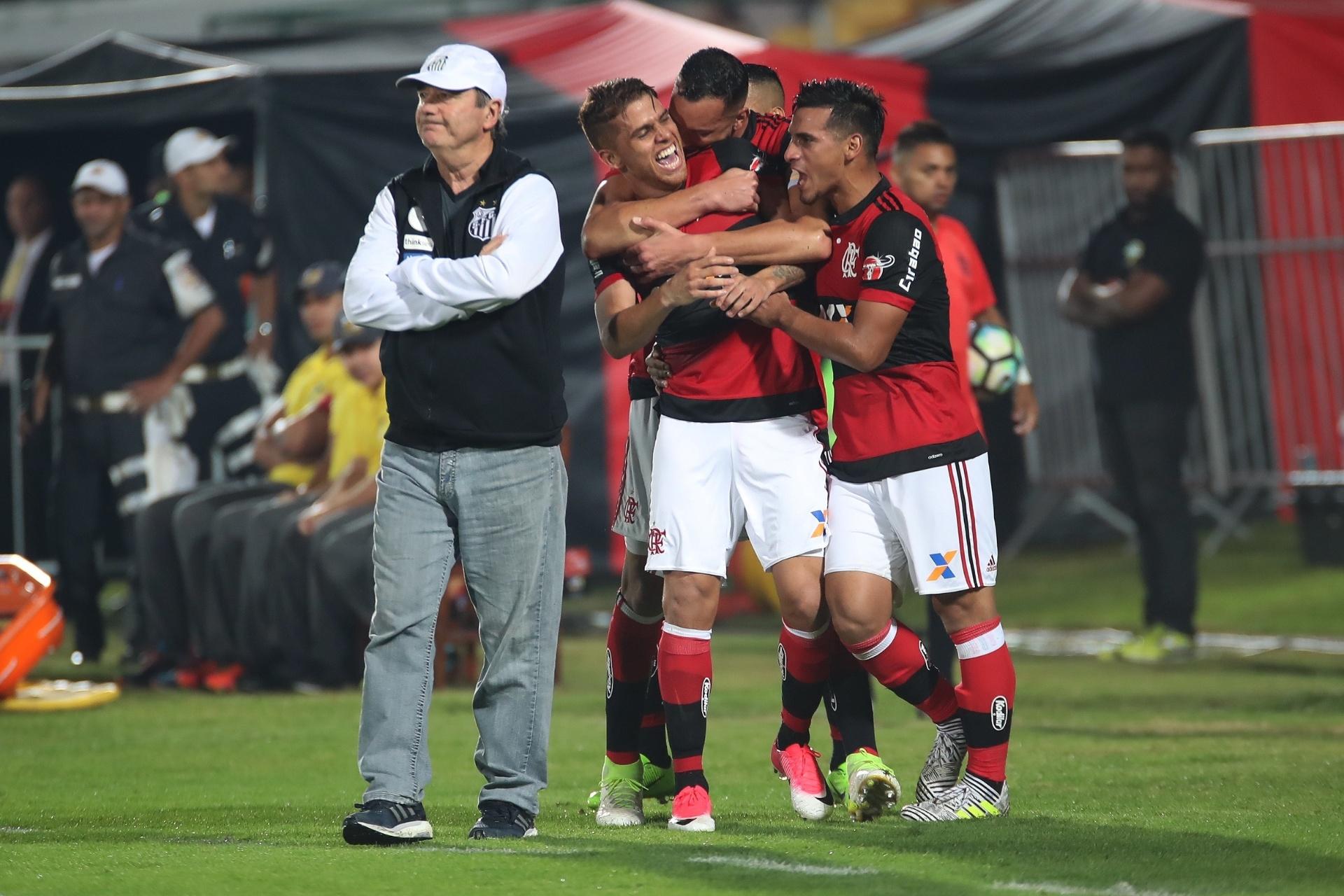 Santos e Flamengo expõem decisão entre técnico especialista e ameaçado -  Esporte - BOL 4da309183c3ac