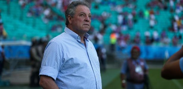 Abel Braga acompanha o jogo entre Fluminense e Bahia