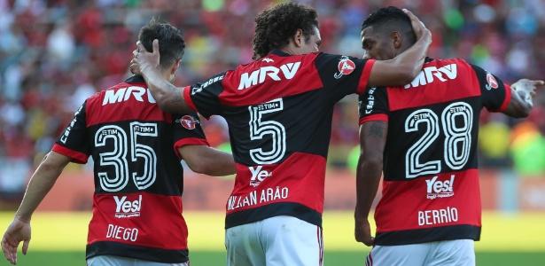 Diego, Willian Arão e Berrío: elenco do Fla pode reforçar os cofres com o título nacional