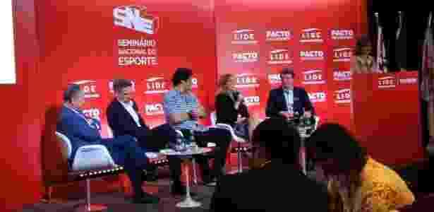 Walter Feldman, à esquerda, em evento do Lide Esporte e da Atletas pelo Brasil - Bruno Grossi/UOL Esporte