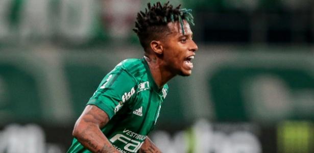 Tchê Tchê em ação durante jogo do Palmeiras contra o Santo André
