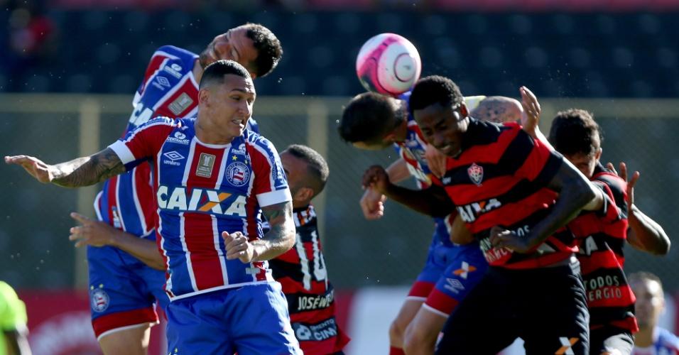 Lance do clássico entre Vitória e Bahia, no Barradão, pelo Campeonato Baiano