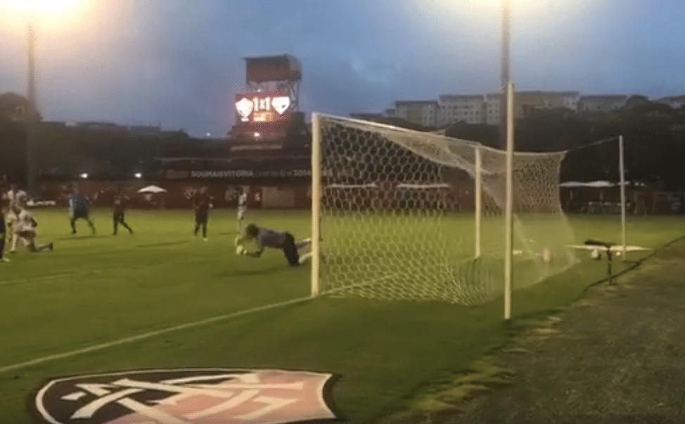 Ullian Correa marca para a Vitória no Baiano