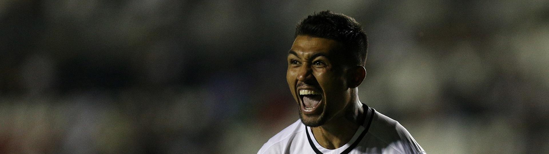 Kieza comemora gol do Botafogo no clássico contra o Vasco, em São Januário
