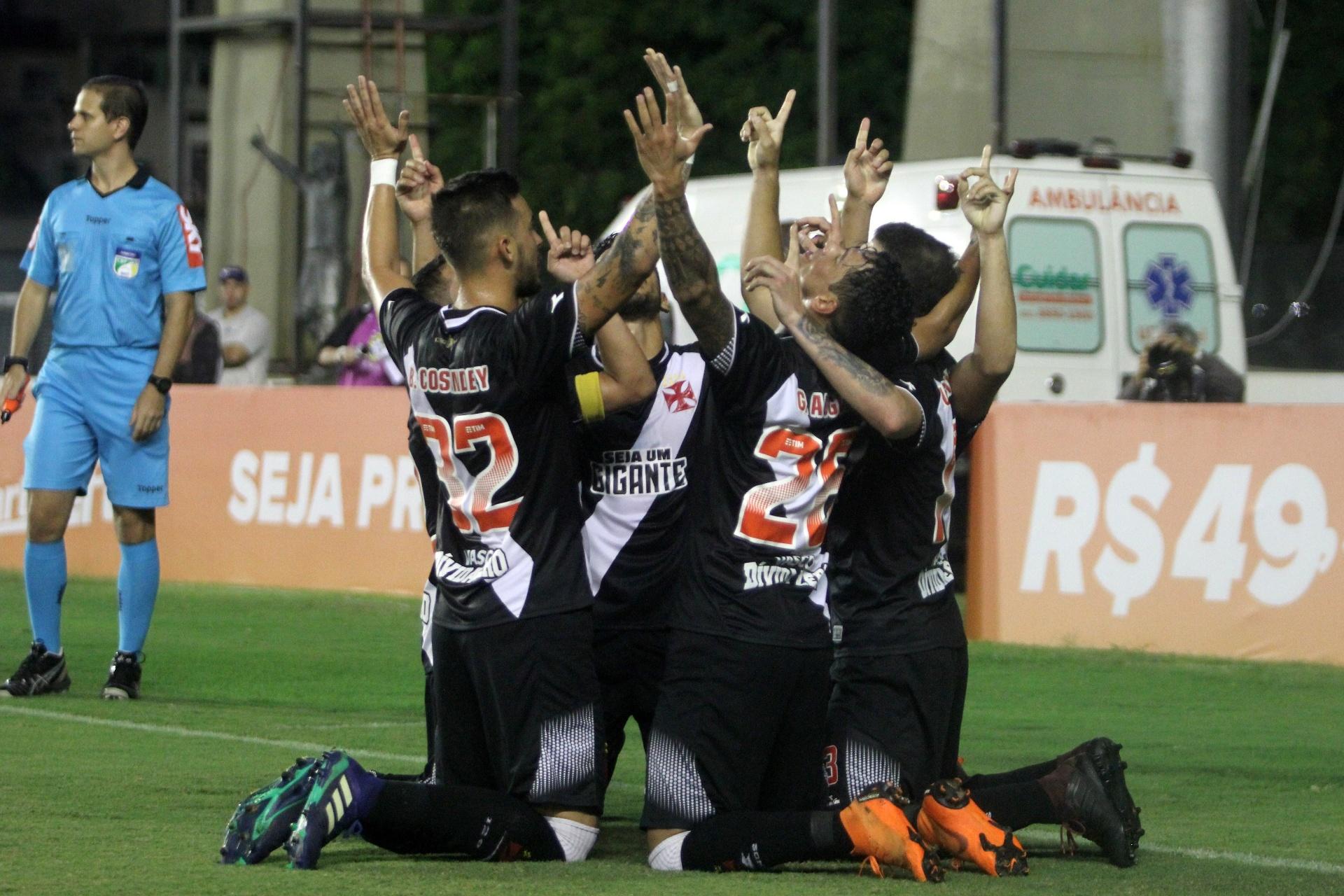 2a20ccd0ec Ramon salva o Vasco no fim e time vence o Sport em São Januário -  09 06 2018 - UOL Esporte