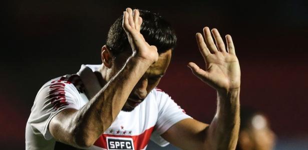 Nenê pediu desculpas para a torcida pelo pênalti perdido no empate por 0 a 0 com o Sport - Ale Cabral/AGIF