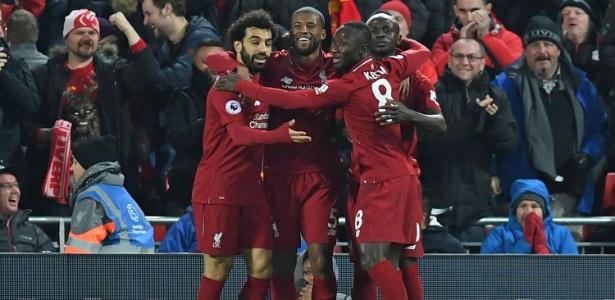 Jogadores do Liverpool comemoram o gol de Mané que abriu o placar - Paul Ellis/AFP