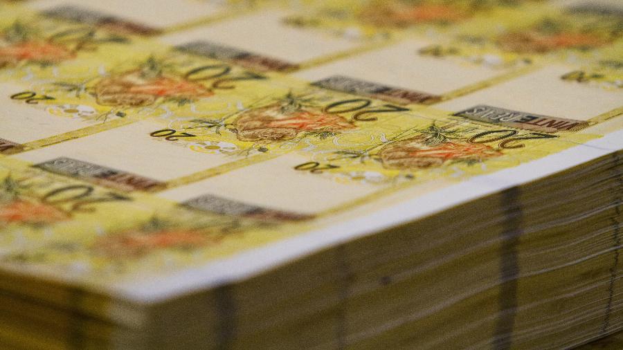Imagem mostra notas de R$20 durante processo de fabricação na Casa da Moeda, no RJ - Fernando Frazão/Folhapress
