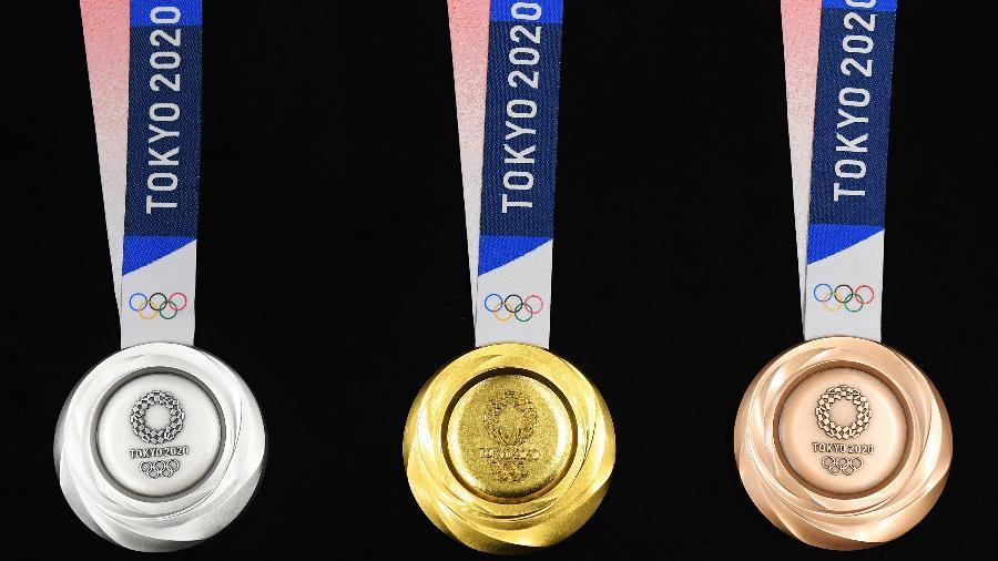 Medalhas de prata, ouro e bronze dos Jogos Olímpicos de 2020 - Atsushi Tomura/Getty Images